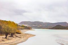 Ansicht von Barrea See fast trocken, See Barrea, Abruzzo, Italien okt lizenzfreies stockfoto
