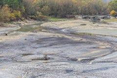 Ansicht von Barrea See fast trocken, See Barrea, Abruzzo, Italien okt lizenzfreie stockfotos