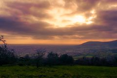 Ansicht von Belfast, Irland von der Spitze des Höhlen-Hügels stockbild