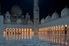Ansicht von berühmtem Sheikh Zayed White Mosque in Abu Dhabi Lizenzfreies Stockbild