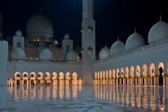 Ansicht von berühmtem Sheikh Zayed White Mosque in Abu Dhabi Stockfoto
