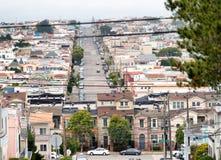 Ansicht von berühmten steilen San Francisco-Straßen Stockfotos