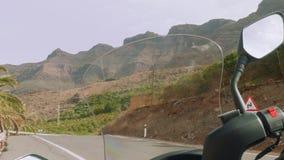 Ansicht von Bergen von Canaries durch Windfang des Rollers stock video footage