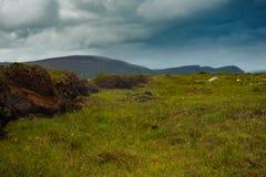 Ansicht von Bergen vom Sumpfland auf Achill-Insel, Co mayo Lizenzfreie Stockbilder