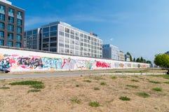 Ansicht von Berlin Wall Berliner Mauer vom Gelagefluß stockfoto