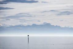 Ansicht von Bodensee in Schweizer Alpen lizenzfreie stockfotografie