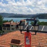 Ansicht von Bosphorus von Tulip Museum in Istanbul Lizenzfreie Stockfotografie
