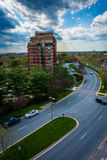 Ansicht von Boulevard und von Gebäuden Washingtonian in Gaithersburg, M Lizenzfreies Stockbild