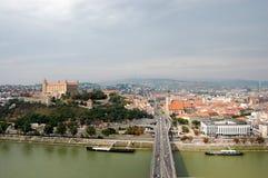 Ansicht von Bratislava vom Fluss Donau Lizenzfreie Stockfotos