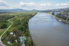 Ansicht von Bratislava von der UFO-Brücke Stockbilder