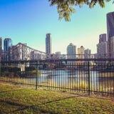 Ansicht von Brisbane und von Geschichten-Brücke von Wilsons Ausblick Stockbilder
