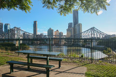 Ansicht von Brisbane und von Geschichten-Brücke von Wilsons Ausblick Stockfotografie