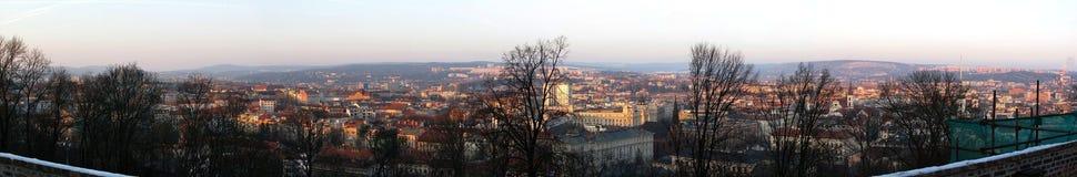 Ansicht von Brno von Å-pilberk in den Handels- und Wohngebäuden stockfotografie