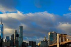 Ansicht von Brooklyn-Brücken- und Manhattan-Skylinen - New York City im Stadtzentrum gelegen Stockfotografie