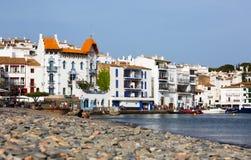 Ansicht von Cadaques mit blauem Haus (Casa Blava) Lizenzfreie Stockfotos