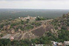 Ansicht von Chandragiri von der Spitze Vindhyagiri, Shravanabelagola Lizenzfreie Stockfotos