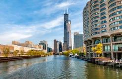 Ansicht von Chicago-Stadtbild von Chicago River, Vereinigte Staaten lizenzfreie stockfotos