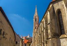 Ansicht von Clarissine-Kirche und von Schloss in Bratislava Lizenzfreie Stockbilder