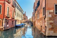 Ansicht von De Santa Sofia und Brücke Kanal-Rio Priulis O Venedig Italien lizenzfreie stockfotografie