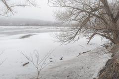 Ansicht von Delta-State See in Rom, New York w?hrend der Fr?hlings-Zeit, im M?rz 2019 w?hrend es noch eingefroren wird lizenzfreies stockfoto
