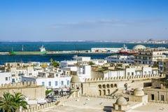 Ansicht von den Höhen über dem Hafen von Sousse Tunesien stockfotos