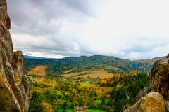 Ansicht von den Ruinen der alten Festung von Tustan Stockfotos