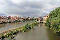 Ansicht von der des Regensburgs Brücke Stockfotografie