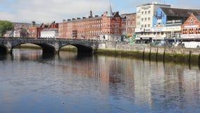 Ansicht von der des St Patrick Brücke und von Fluss Lee, Korken, Irland stock video footage