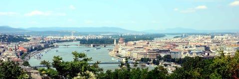 Ansicht von der Donau und von Stadtpanorama von Budapest Lizenzfreie Stockfotos