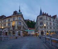 Ansicht von der dreifachen Brücke in der Mitte von Ljubljana, Slowenien lizenzfreies stockfoto