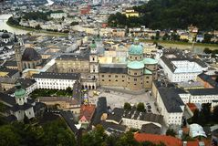 Ansicht von der Festung Hohensalzburg von den Mirabell-Gärten in Salzburg Österreich Stockbilder