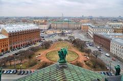 Ansicht von der Höhe in St Petersburg und Gebäude beim Isaacs quadrieren Lizenzfreies Stockfoto