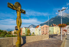 Ansicht von der Innsbruck-Brücke in Innsbruck - Österreich Stockfotos