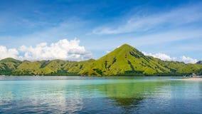 Ansicht von der Küste von Kelor-Insel lizenzfreie stockfotografie