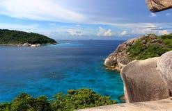 Ansicht von der Klippe des Segels auf den Similan-Inseln, Thailand Lizenzfreies Stockfoto