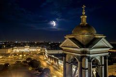 Ansicht von der Kolonnade von Kathedrale St. Isaacs in St. Petersbur lizenzfreies stockbild
