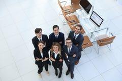 Ansicht von der Oberseite Freundliches Geschäftsteam Stockfotos