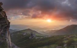 Ansicht von der Oberseite Panorama des Sonnenaufgangs in den Bergen Lizenzfreie Stockfotografie
