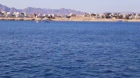 Ansicht von der Plattform des Schiffs auf dem Meer stock video footage