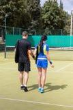 Ansicht von der Rückseite auf ein paar Tennisspielern Stockbilder