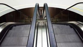 Ansicht von der Rolltreppe unten im Mall Lizenzfreies Stockfoto
