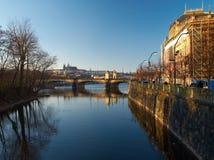 Ansicht von der slawischen Insel in Prag. Lizenzfreie Stockfotografie