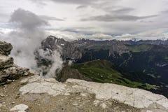 Ansicht von der Spitze Dämpfungsreglers Pordoi dolomites Italien lizenzfreie stockfotografie