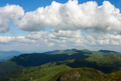 Ansicht von der Spitze der Carpahtians-Berge Stockfotos