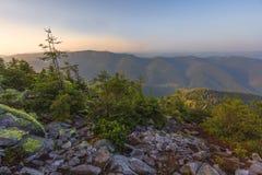 Ansicht von der Spitze des Berges auf der Bank Stockfotografie