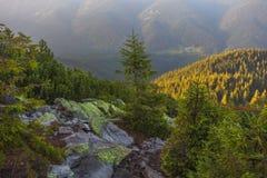 Ansicht von der Spitze des Berges auf der Bank Stockbilder