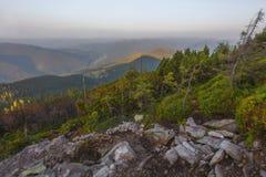 Ansicht von der Spitze des Berges auf der Bank Stockbild