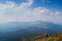 Ansicht von der Spitze des Berges Hoverla, Karpatenberge Lizenzfreie Stockfotografie