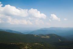 Ansicht von der Spitze des Berges Hoverla, Karpatenberge Lizenzfreie Stockfotos