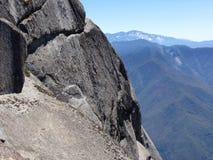 Ansicht von der Spitze Moro Rocks mit seiner Felsenbeschaffenheit, Unterlassungsbergen und Tälern - Mammutbaum-Nationalpark stockbild